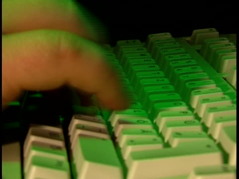 stockvideo's en b-roll-footage met typing on keyboard. - menselijke vinger