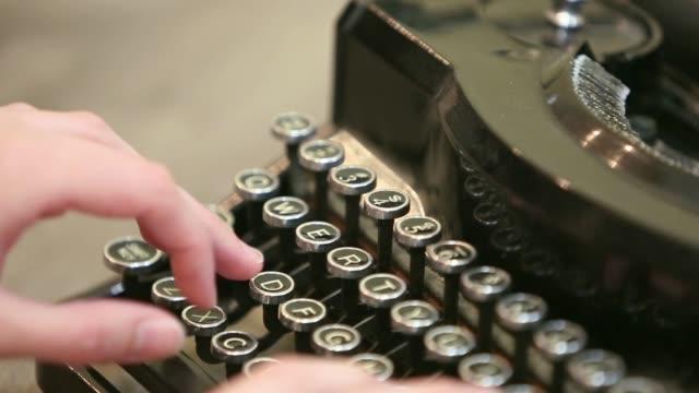typing on typewiter - typewriter keyboard stock videos & royalty-free footage