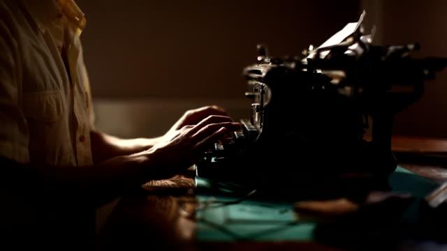 stockvideo's en b-roll-footage met typing (hd) - auteur