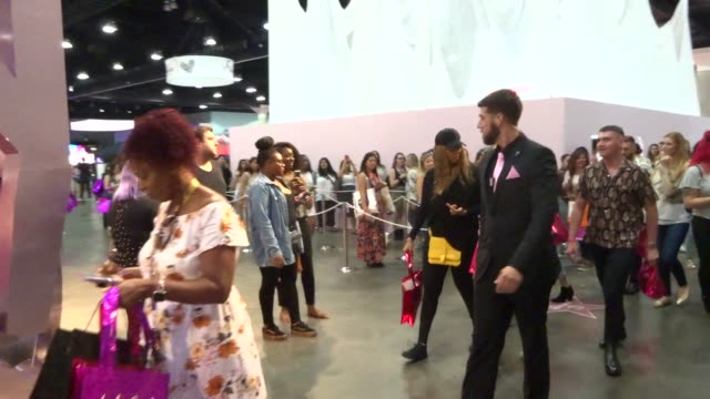 tyra banks at beautycon at los angeles convention center in los angeles in celebrity sightings in los angeles, - タイラ・バンクス点の映像素材/bロール