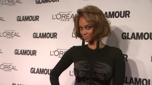 vídeos de stock, filmes e b-roll de tyra banks at glamour magazine's 22nd annual women of the year awards at carnegie hall on november 12 2012 in new york new york - tyra banks