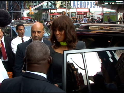 vídeos de stock, filmes e b-roll de tyra banks at good morning america in new york - tyra banks
