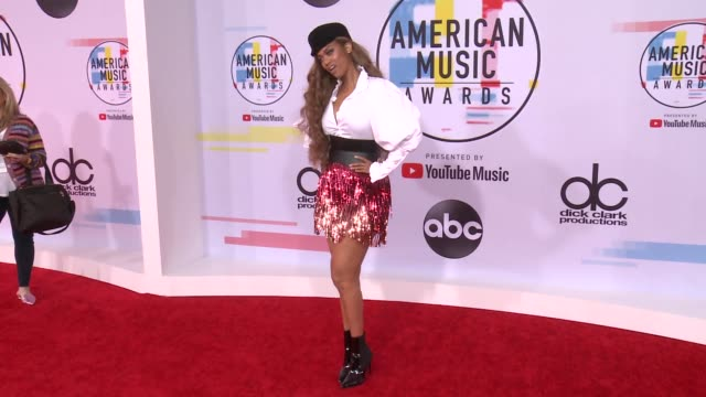 vídeos de stock, filmes e b-roll de tyra banks at the 2018 american music awards at microsoft theater on october 09 2018 in los angeles california - tyra banks