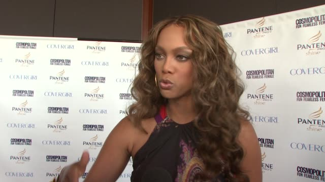 vídeos de stock, filmes e b-roll de tyra banks at the cosmopolitan celebrates its 2008 fun fearless phenom award winners at new york ny - tyra banks