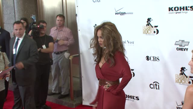 vídeos de stock, filmes e b-roll de tyra banks at the fashion rocks 2008 at new york ny - tyra banks