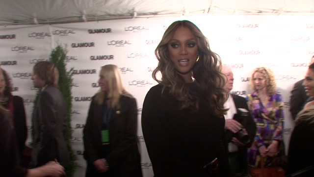 vídeos de stock, filmes e b-roll de tyra banks at the glamour magazine honors the 2008 women of the year at new york ny - tyra banks