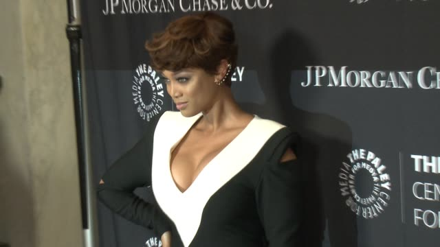 vídeos de stock, filmes e b-roll de tyra banks at the paley center for media's tribute to africanamerican achievements in television presented by jpmorgan chase co at the beverly... - tyra banks