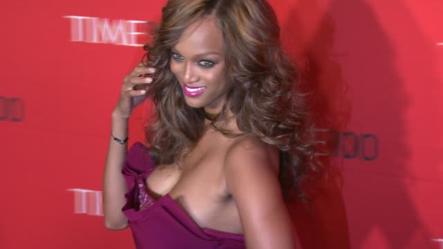 vídeos de stock, filmes e b-roll de tyra banks at time 100 gala at frederick p rose hall jazz at lincoln center on april 24 2012 in new york new york - tyra banks