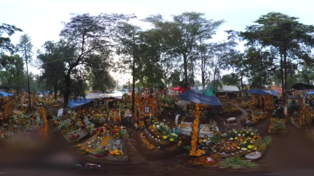 tzintzuntzan cemetery in the day of the dead - michoacán video stock e b–roll