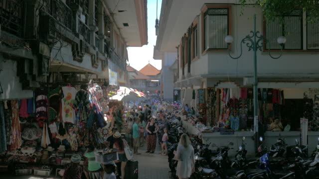 vídeos de stock, filmes e b-roll de ubud traditional art market,ubud,bali,indonesia - indonésia