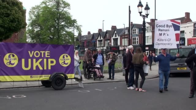 vídeos y material grabado en eventos de stock de ukip launch their eu election campaign in middlesbrough leader gerard batten launched the campaign saying they are the only political party with a... - parlamento europeo