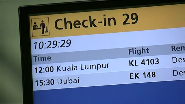 day of mourning; schiphol airport: departure board showing malaysian airlines flight to kuala lumpur passengers queue at malaysian airlines check-in... - hinweisschild stock-videos und b-roll-filmmaterial