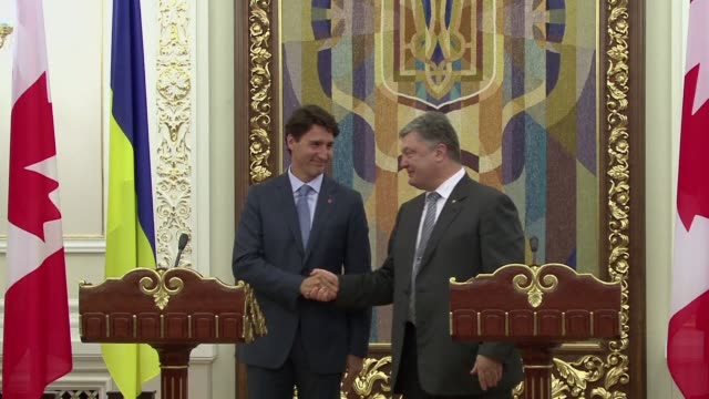 ukraine and canada sign a milestone free trade agreement designed to bolster support for the war scarred former soviet republic in the face of an... - nackenrolle kopfkissen stock-videos und b-roll-filmmaterial