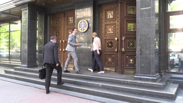 Ukrainian law enforcement chiefs meet Western diplomats to brief them on Kiev's decision to stage a contract style killing of Russian journalist...