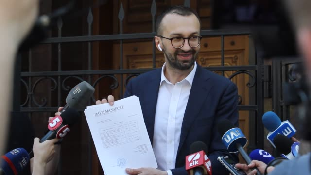 Ukrainian lawmaker Serhiy Leshchenko shows to journalists the originals of documents as he said which was returned from USA by the FBI after ending...