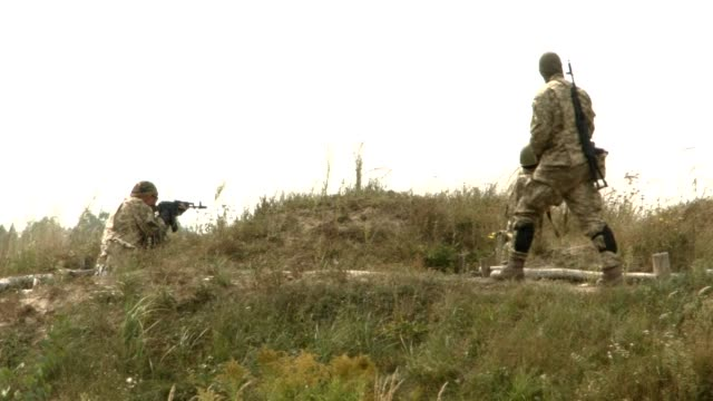 ukrainian paratroopers of the 95 airmobile brigade took part thursday in military drills in the zhytomyr region some 150 km from kiev - participant stock videos & royalty-free footage