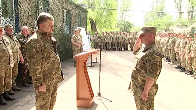 stockvideo's en b-roll-footage met ukrainian president petro poroshenko arrived on a working visit to kramatorsk and sloviansk in the donetsk region ukraine on may 29 2015 petro... - videoato