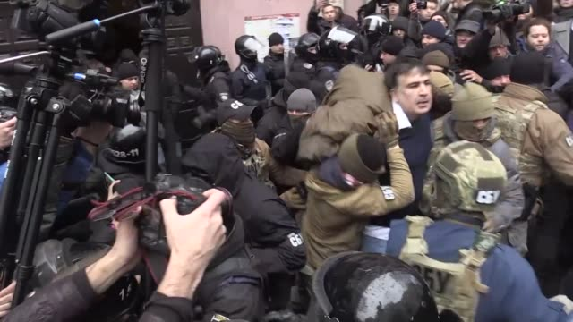 ukrainian security services on tuesday arrested former georgian president mikheil saakashvili after he climbed onto the roof of his apartment... - ukraine stock-videos und b-roll-filmmaterial