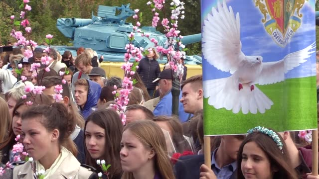 ukrainians carry antiwar placardsas they take a part at a peace march at the museum of wwii in kiev ukraine 21 september 2016 the event is timed to... - frieden stock-videos und b-roll-filmmaterial