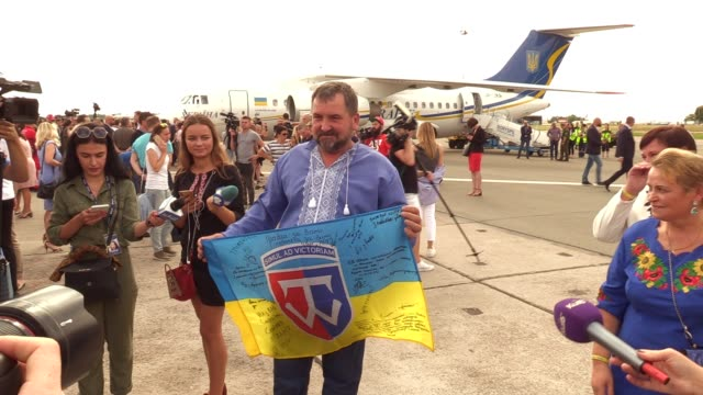 ukrainians who was jailed in russia meets with their relatives upon arrival during a welcoming ceremony after russiaukraine prisoners swap at the... - political prisoner stock videos & royalty-free footage