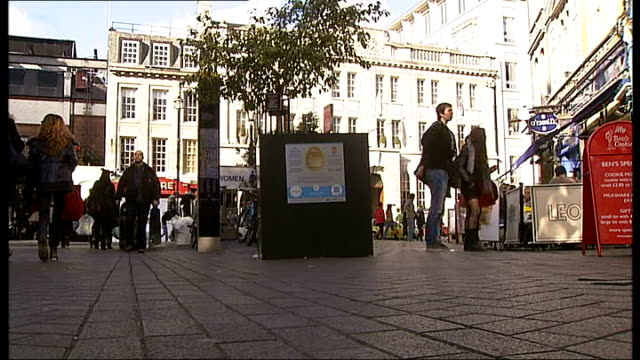uk's biggest easter egg hunt t26021214 / tx various of empty plinth from where the decorative egg was stolen charing cross polcie station ext police... - fibreglass stock videos and b-roll footage