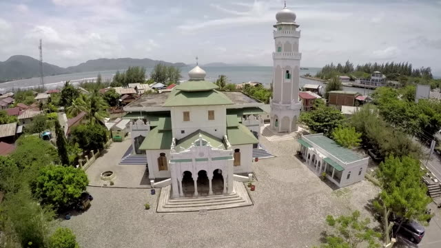 Ulee Lheue mosque or Baiturrahim Mosque of Ulee Lheue is one of the survivor of 2004 Indian Ocean earthquake and tsunami It is said that the first...
