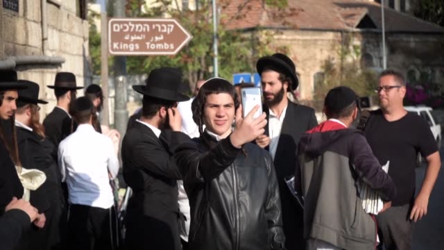 stockvideo's en b-roll-footage met ultra orthodox jews visit the tomb of the kings an ancient tomb in east jerusalem prized for its archaeological and religious importance and reopened... - oost jeruzalem