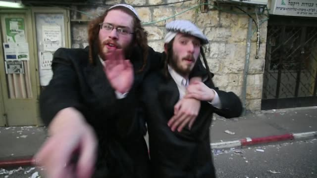 stockvideo's en b-roll-footage met ultraorthodox jews celebrated the feast of purim in jerusalem the carnivallike purim holiday is celebrated with parades and costume parties to... - orthodox jodendom