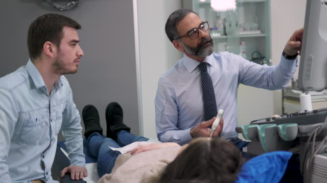 医師のオフィスでの超音波検査 - 産科医点の映像素材/bロール