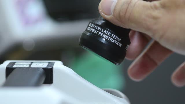vídeos de stock, filmes e b-roll de cabeça do ultra-som - sistema de condução cardíaco