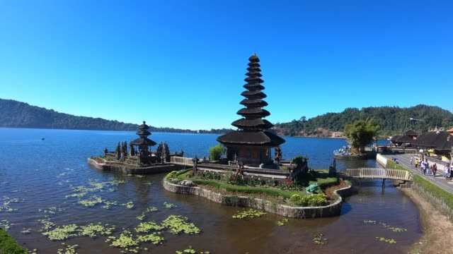 ulun danu beratan lake temple in bali indonesia - pura ulu danau temple stock videos & royalty-free footage