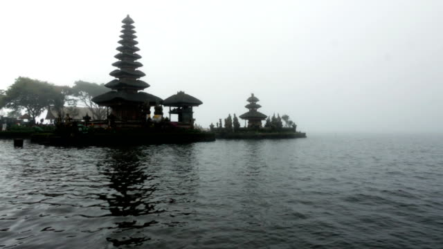ulun danu bratan temple in bali - pura ulu danau temple stock videos & royalty-free footage