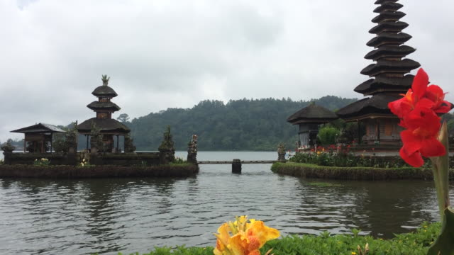 ulun danu temple at bratan lake in bali, indonesia - pura ulu danau temple stock videos & royalty-free footage