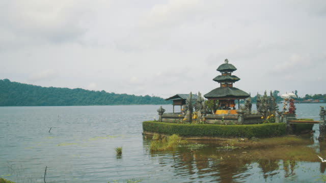 ulun danu temple bali - pura ulu danau temple stock videos & royalty-free footage