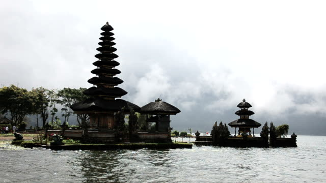 pura ulun danu temple on bratan lake - pura ulu danau temple stock videos & royalty-free footage