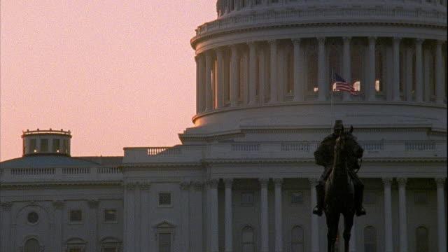 vídeos y material grabado en eventos de stock de ulysses s grant memorial equestrian statue capitol building bg - ulysses s grant