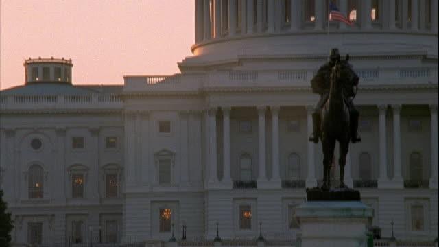 vídeos y material grabado en eventos de stock de ulysses s grant memorial equestrian statue part of capitol building bg - ulysses s grant