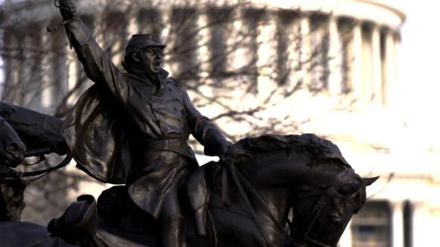 vídeos y material grabado en eventos de stock de ulysses s grant memorial statue with us capitol building in background - ulysses s grant