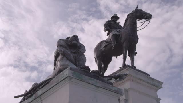 vídeos y material grabado en eventos de stock de la ulysses s. grant memorial underneath cloudy sky / washington dc, united states - ulysses s grant