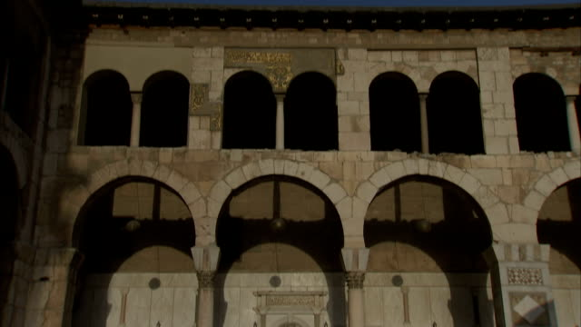 td umayyad mosque (great mosque of damascus), damascus, syria - grand mosque stock videos and b-roll footage