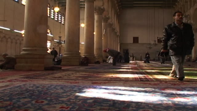 umayyad mosque. wide view of a worshipper prostrating in prayer. the mosque is one of the largest and oldest in the world. - worshipper stock videos & royalty-free footage