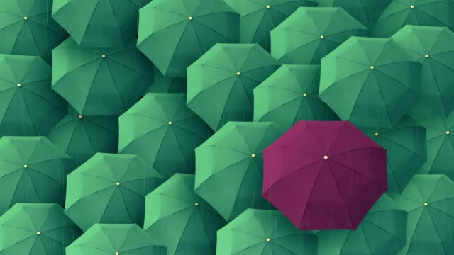 umbrella standing out from crowd mass concept - distinguersi dalla massa video stock e b–roll