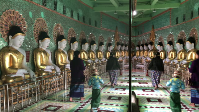 vidéos et rushes de umin thounzeh pagoda in sagaing, myanmar - colline