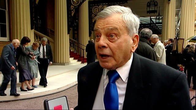 buckingham palace dickie bird interview sot on being the son of a coalminer and his charity work - バッキンガムシャー点の映像素材/bロール