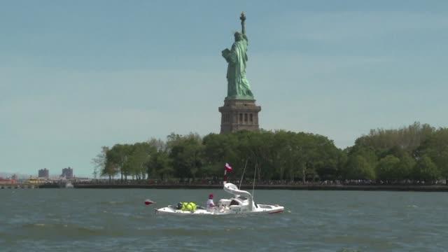 Un abuelo polaco partio de Nueva York el domingo en su tercer viaje transatlántico en solitario en un kayak