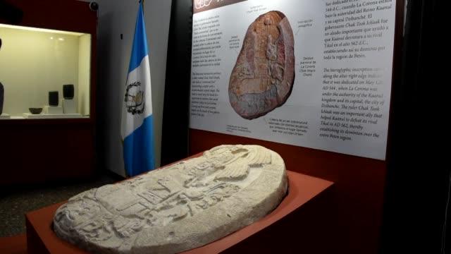 un altar de unos 1500 anos de antiguedad descubierto en un pequeno sitio arqueologico en el norte de guatemala evidencio las estrategias politicas... - arqueologia stock videos & royalty-free footage