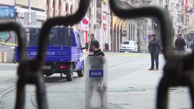 un atentado suicida en una zona comercial del centro de estambul dejo el sabado cuatro muertos y 36 heridos casi una semana despues de otro ataque... - centro comercial stock videos & royalty-free footage