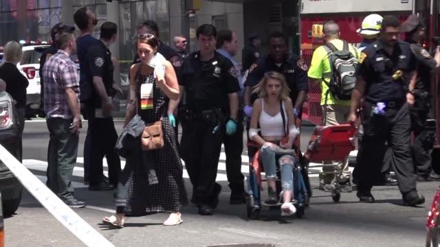 Un auto a toda velocidad atropello el jueves a peatones en el Times Square en Nueva York una persona fallecio y 22 resultaron heridas el conductor...