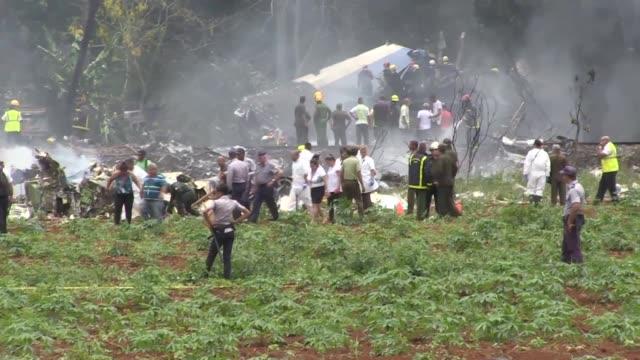 un avion de la aerolinea cubana de aviacion con 113 personas a bordo se estrello el viernes poco despues de despegar del aeropuerto internacional de... - numero stock videos & royalty-free footage