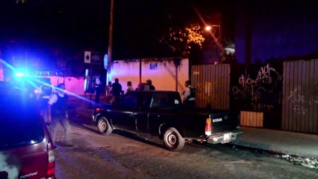 un comando armado ataco el hotel y la sede local de la policia federal en acapulco en un episodio que autoridades atribuyen a la captura de un... - drug trafficking stock videos & royalty-free footage
